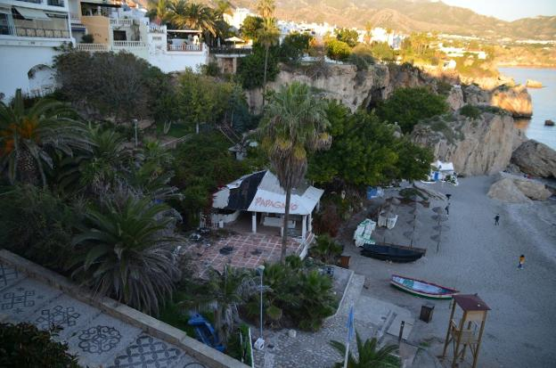 Nerja closes the purchase of a plot on the beachfront for more than 950,000 euros